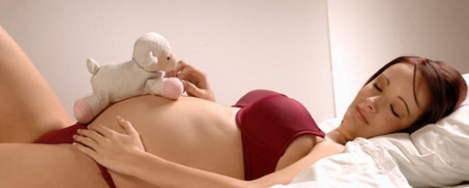como dormir embarazada